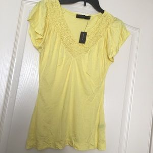 🌸NWT The Limited Lemon Yellow Tee🌸